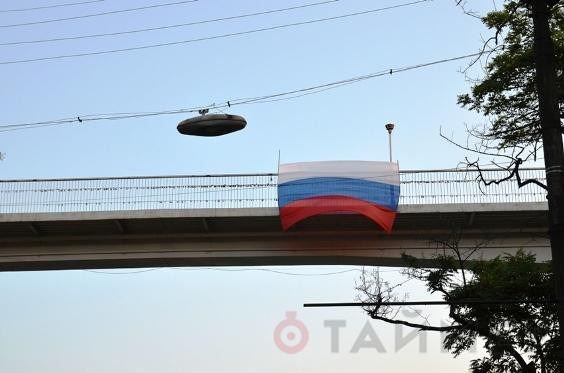 На День Независимости в Одессе вывесили российский триколор