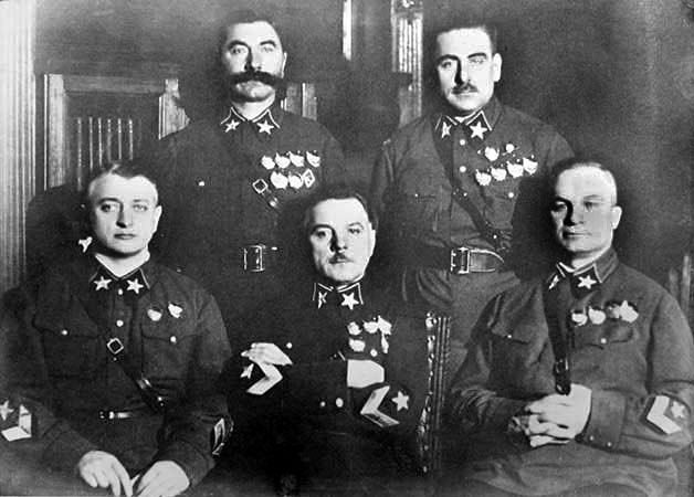 Луганчанин Ворошилов (в центре) среди первых маршалов СССР: Тухачевского, Егорова, Буденного и Блюхера