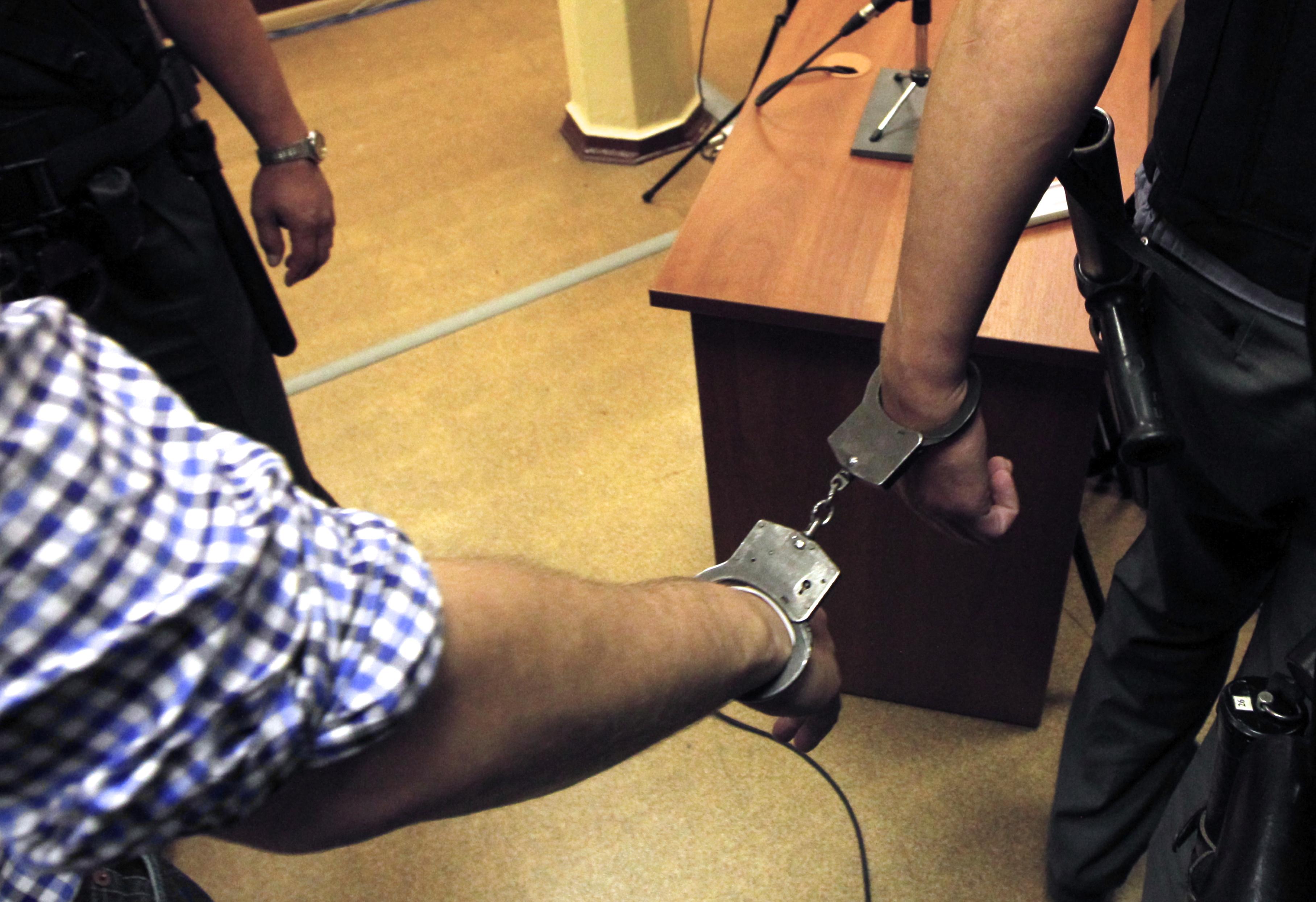 Смотреть трахну заключенную, Охранник трахает заключенную в тюрьме порно видео 3 фотография