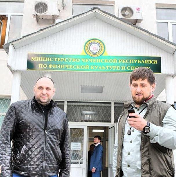 Кадыров (справа) побил министра спорта (слева)
