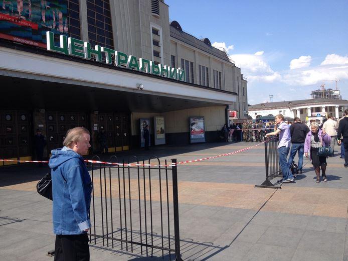 Сегодня в Киеве снова сообщили о минировании вокзала