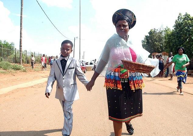 фото зрелая женщина с мальчиком
