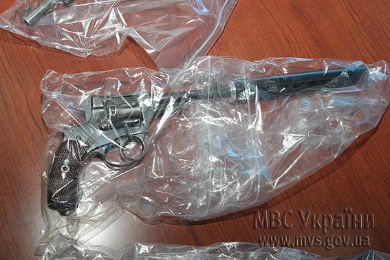 Оружие, которое, по данным МВД, было изъято у протестующих
