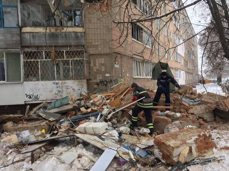 По предварительным данным, в доме произошел взрыв газа