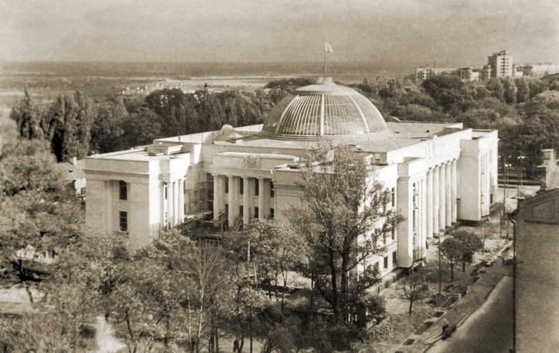 Новенький Верховный Совет - сегодня это здание не сходит с телеканалов