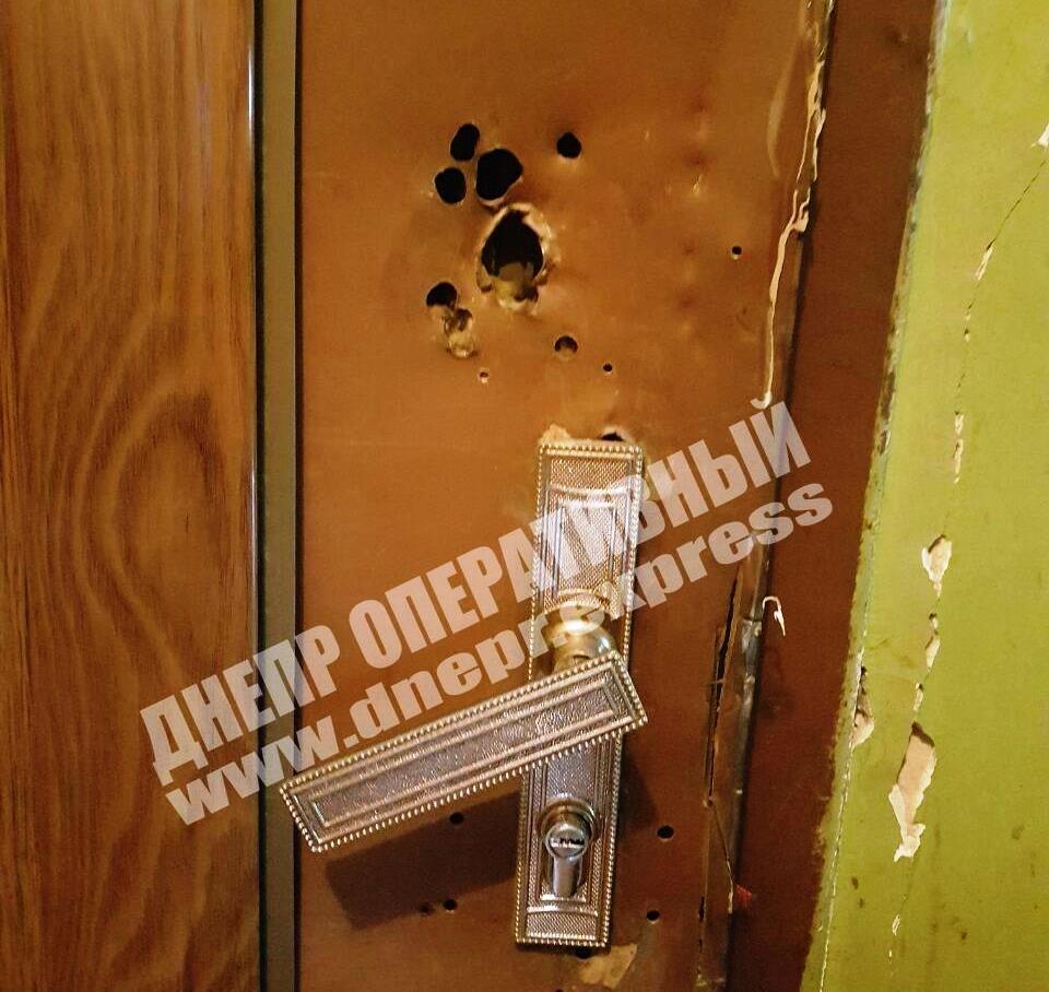 Повреждена дверь