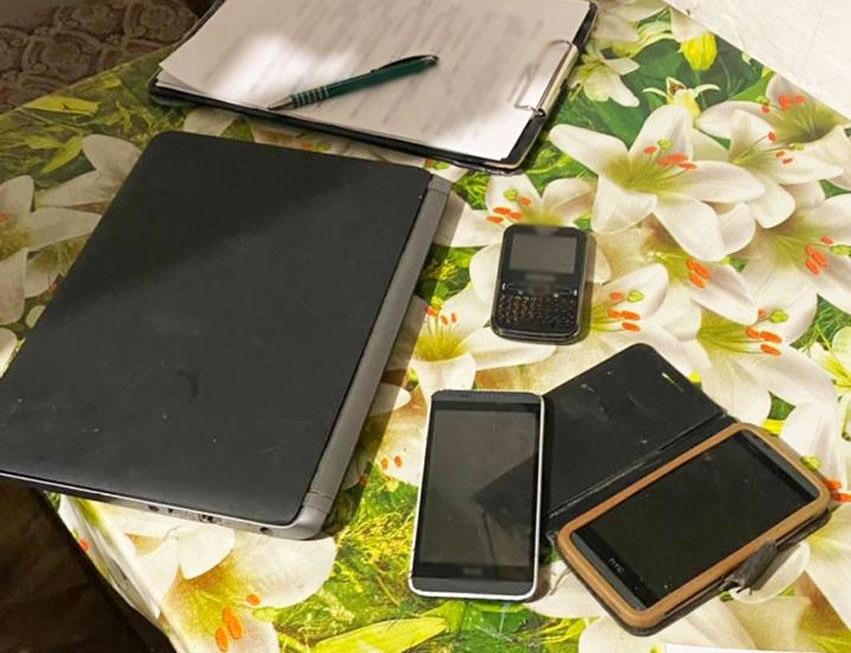 Найденные телефоны и компьютер обвиняемого