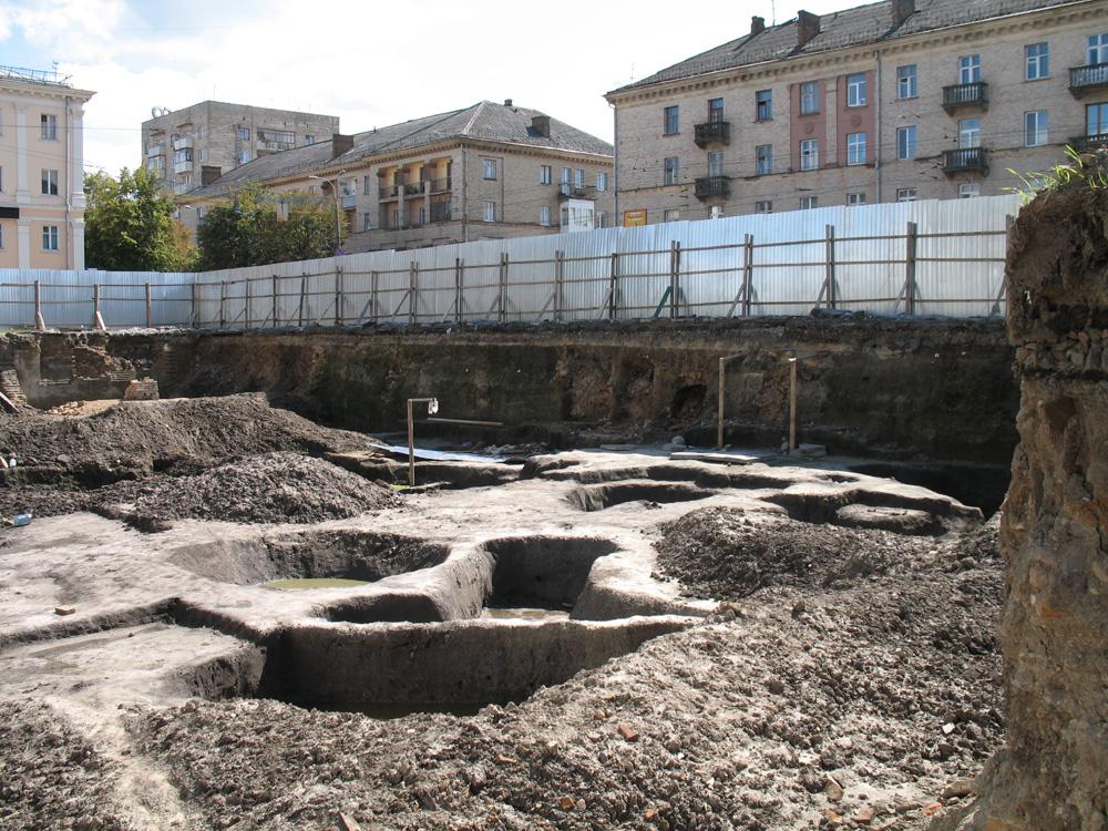 Раскопки Суренжа в центре Ровно