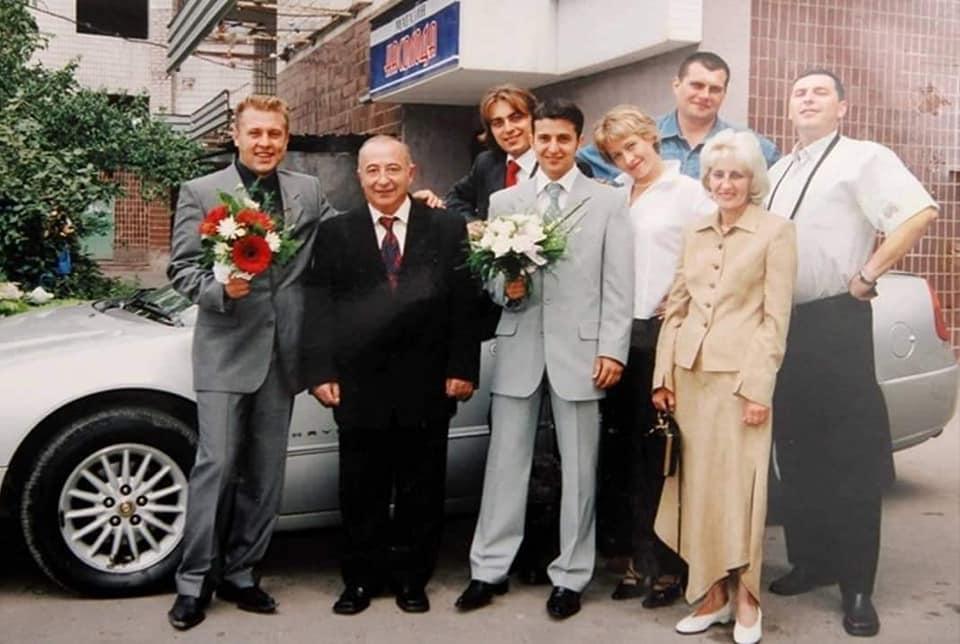 Семья президента и друзья в день свадьбы