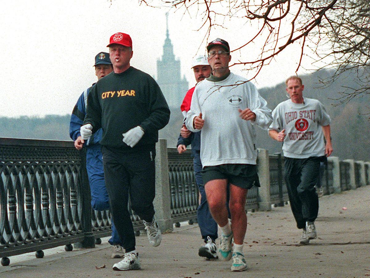 Билл Клинтон бегает на набережной Москвы-реки