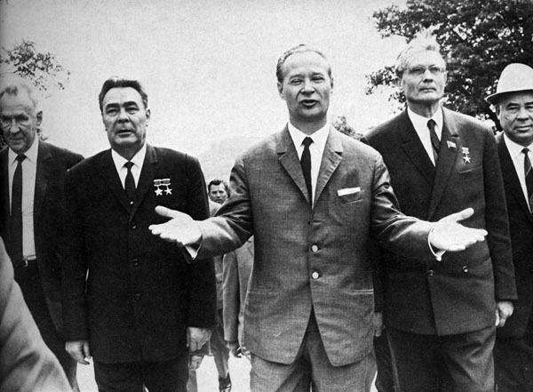 Слева направо: Леонид Брежнев, Александр Дубчек и Михаил Суслов