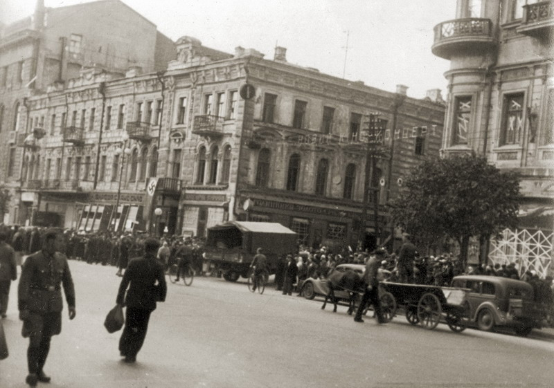 Крещатик, угол улицы Прорезной. Фото 23 сентября 1941 года