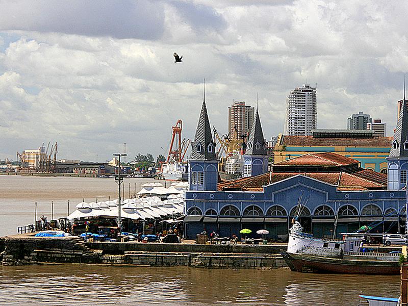 Рынок Ver-O-Peso (Бразилия) расположен в устье реки Амазонка