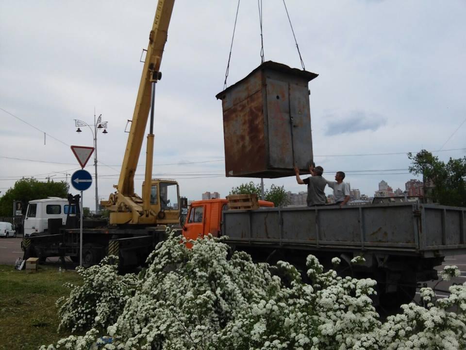 Незаконную стройку на клумбе вокзала уже демонтировали