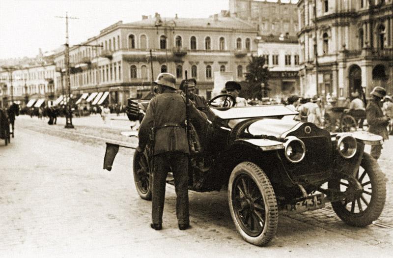 Усиленные меры безопасности после убийства фельдмаршала Эйхгорна. Проверка документов на Крещатике