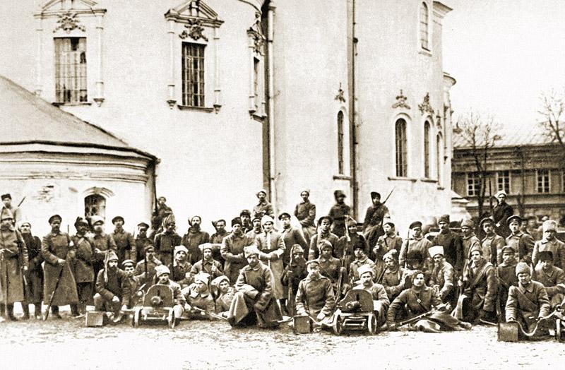 Войска Центральной Рады у Михайловского Златоверхого Собора. 1918 год