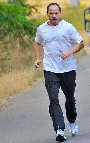 Политик Сергей Тигипко на пробежке