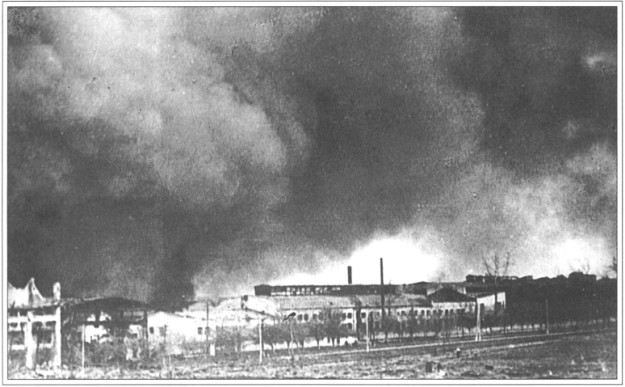 Завод Большевик. Во время бомбежки на заводе погибло 16 человек ночной смены