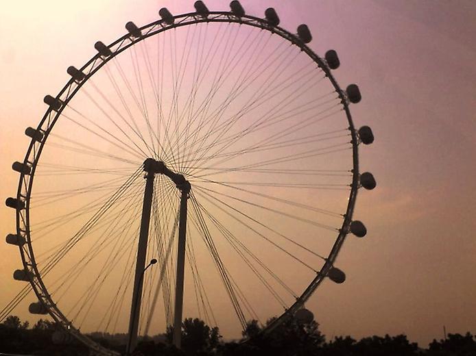 Singapore Flyer  в Сингапуре — самое большое колесо обозрения в мире
