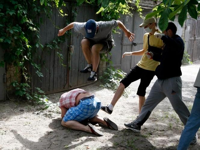 Май-2012. После газовой атаки, Шеремета избили ногами
