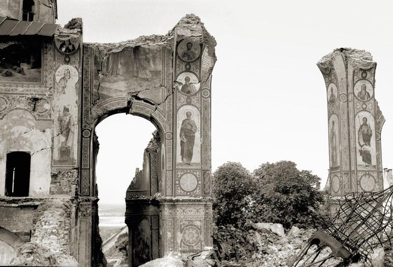 Руины Успенского собора Киева-Печерской лавры. Фото 1944 года