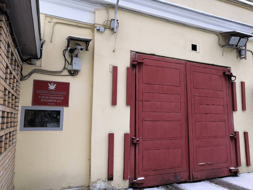 Активисты продолжают передавать помощь украинским морякам
