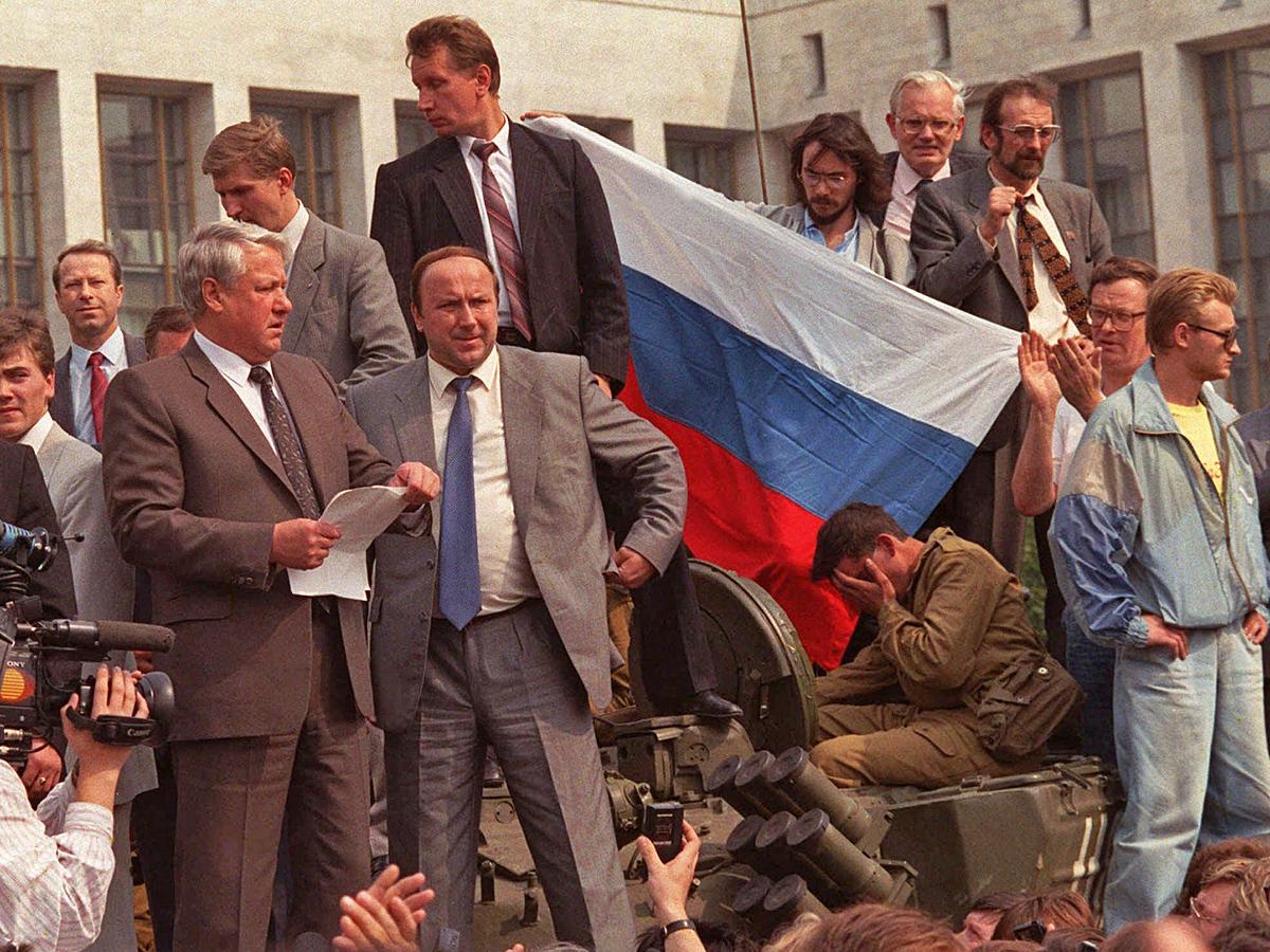 Августовский путч. Ельцин выступает перед защитниками Белого дома