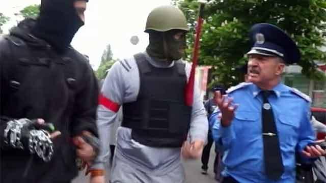 Фучеджи общаетс с боевиками 2 мая