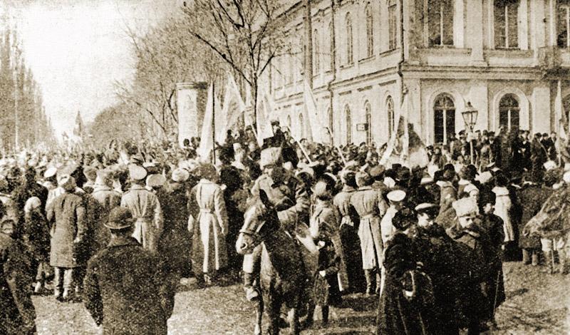 Демонстрация по случаю провозглашения III-го Универсала Центральной Рады. 1917 год