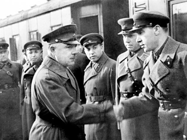 Ворошилов и Илья Старинов.