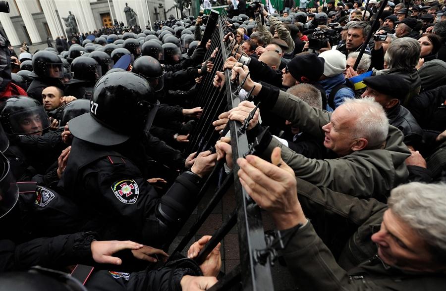 Украинцы готовы к политическим протестам. В том числе за деньги