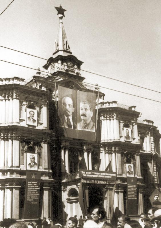 Крещатик - до 1937 года был улицей Воровского
