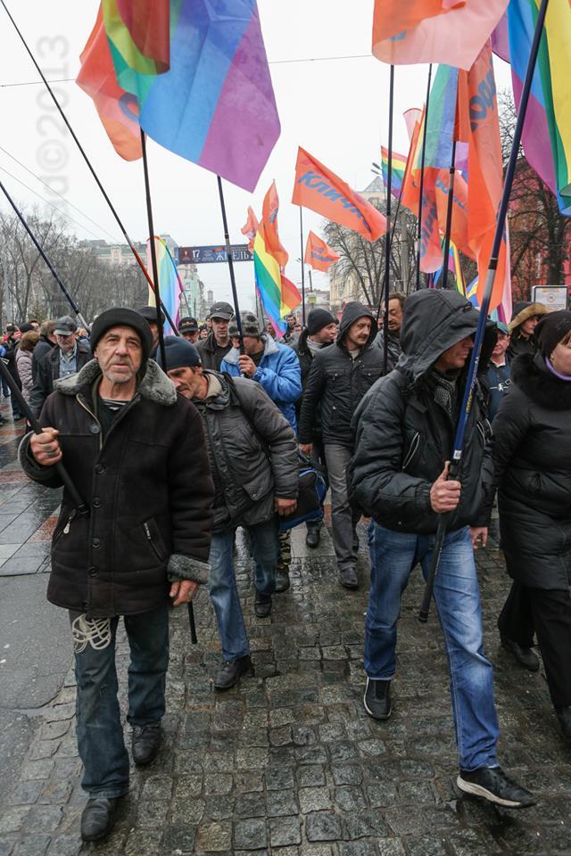 Колонна активистов марша геев