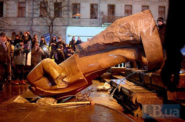 5fce0f6859c6cf74d761977f2fedbe58 Падіння Леніна: у Києві проявився Шива лінгам