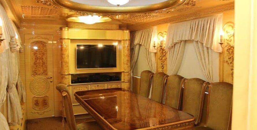 Интерьер одного из VIP-вагонов УЗ. Фото №2