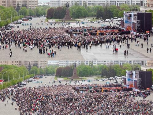 В Харькове на площадь добавили больше верующих