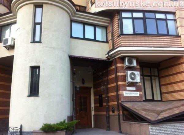 В этом здании расположена юридическая компания Мельник и партнеры