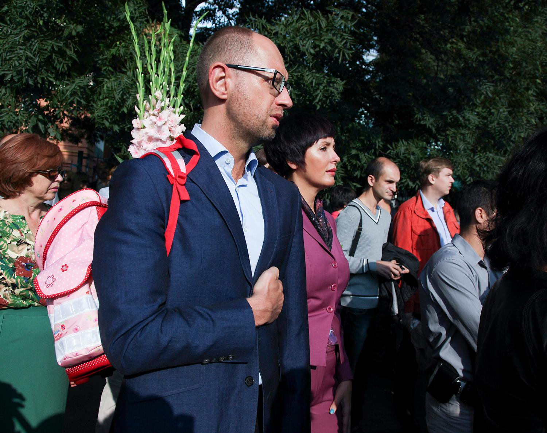 Арсений Яценюк встретил 1 сентября с рюкзаком за спиной