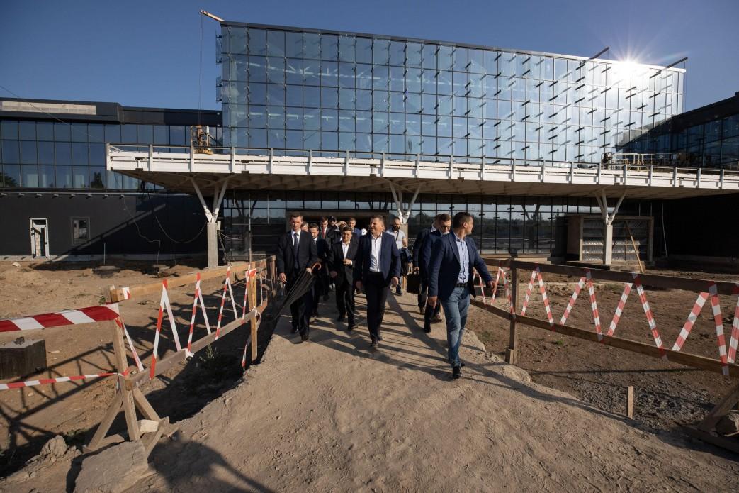 По словам мера Владимира Буряка, аэропорт имеет более 50 млн гривен чистой прибыли