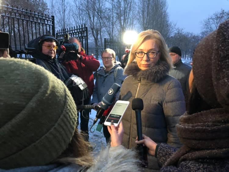 Денисова и адвокаты моряков прибыли в суд еще до начала заседаний