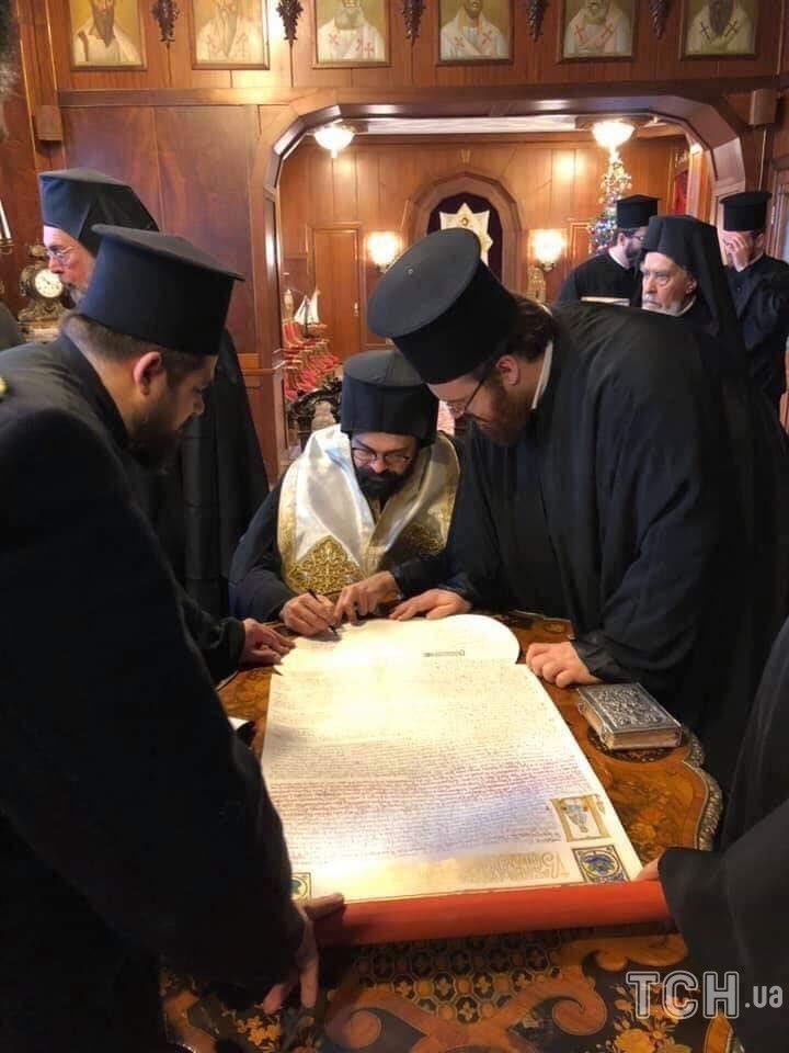 Украинский Томос торжественно дополнили подписями в Стамбуле