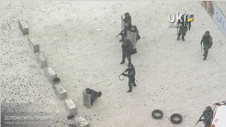 Штурм Грушевского 22 января. Беркут стреляет в протестующих.