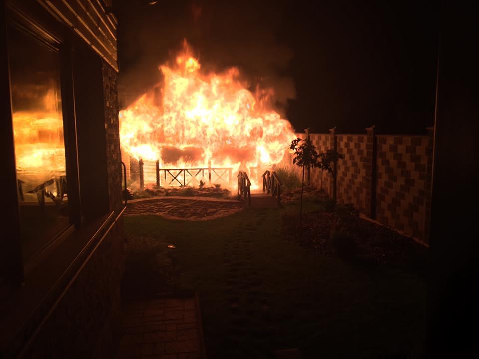 ВРовно неизвестные пытались подорвать исжечь дом народного депутата