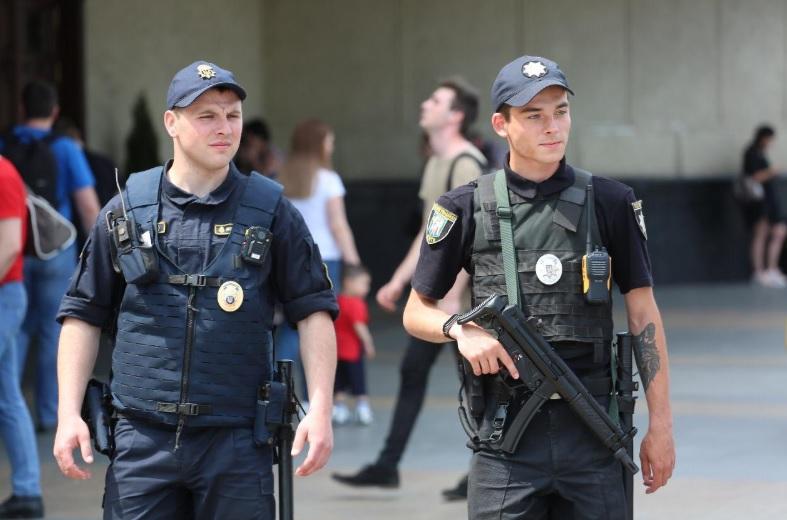 Полицейским обновили пистолеты-автоматы по западным стандартам
