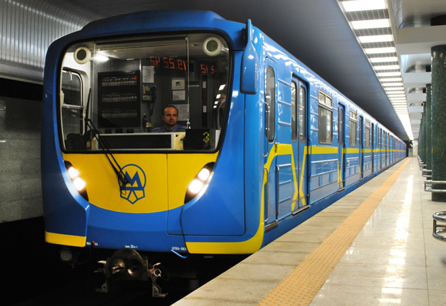 Русские в метро: 10 поездов для киевской подземки ...: http://news.bigmir.net/capital/729466-Russkie-v-metro--10-poezdov-dlja-kievskoj-podzemki