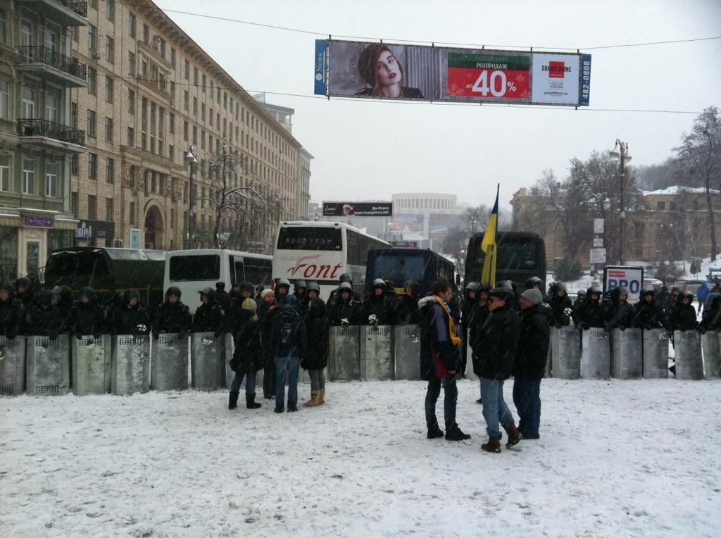 9 декабря Евромайдан оцеплен силовиками. Пост на улице Грушевского