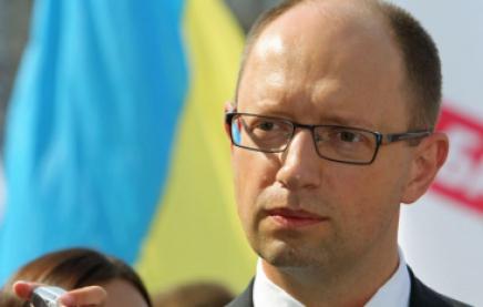 Яценюк распорядился отправить комиссию для проверки использования выделенных на армию средств