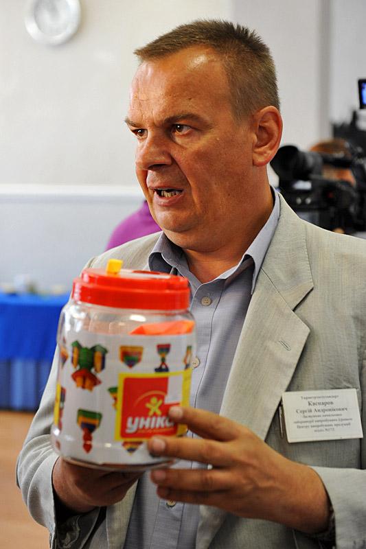 Сергей Каспаров советует при выборе игрушек проследить, есть ли на упаковке адрес производителя. Чтобы знать, куда жаловаться