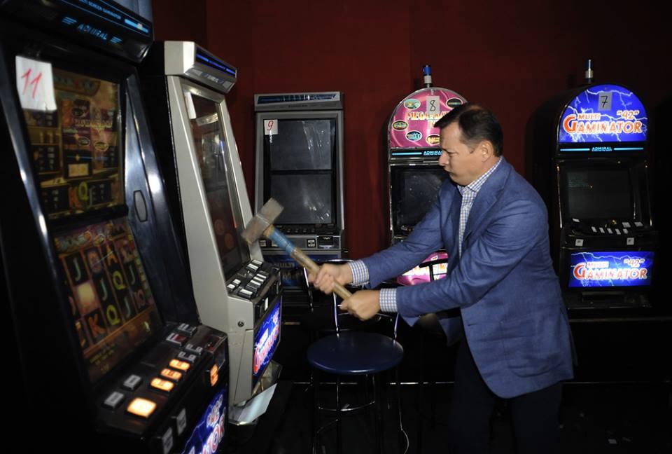 скачать игру джеймс бонд 007 казино рояль торрент