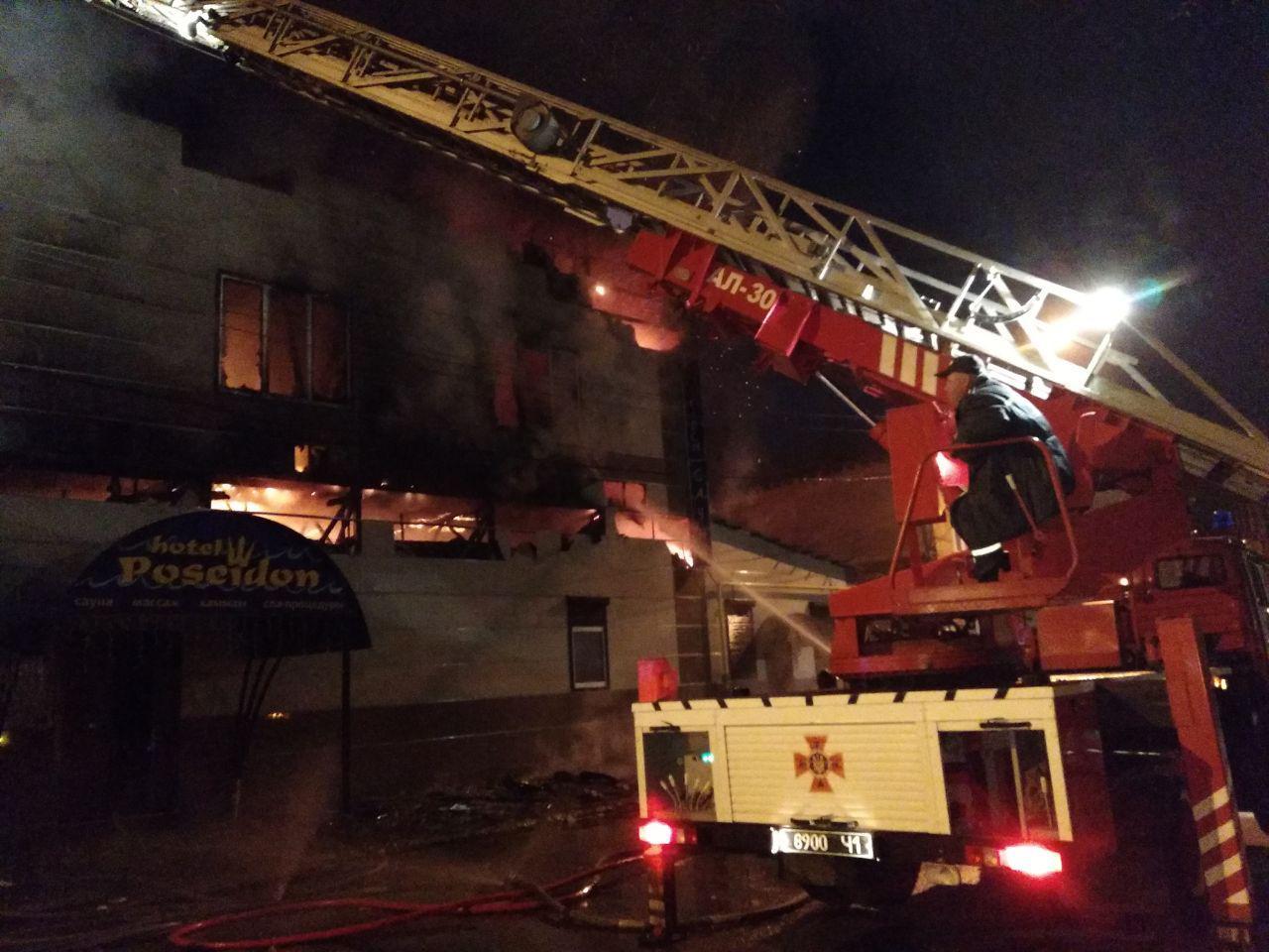 В результате пожара пострадали двое человек